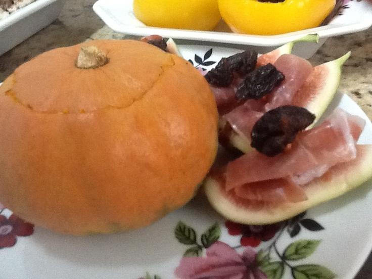 Mini morangas recheadas com purê de carne seca, batatas e catupiry.