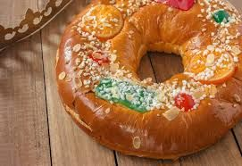 The 6th Januart #CostadelSol - Roscón de reyes or rosca de reyes (kings' ring) is a Spanish and Latin American king's cake pastry traditionally eaten to celebrate Epiphany. #thethreekingsinspain #TheMagnaSeal It's Christmas!!