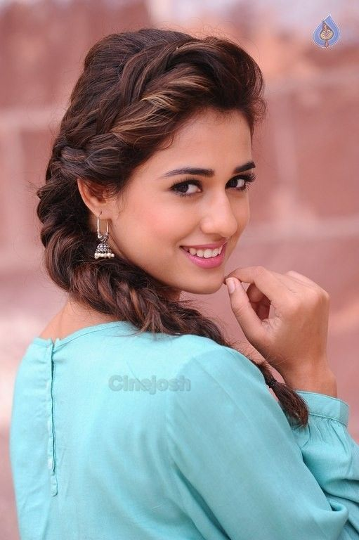 Disha Patani New Pics - 12 / 26 photos
