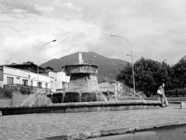 Luisfer Martinez Fuente Panamericana. Calle 5 con cra. 10, construida por ocasión de los VI Juegos Panamericanos en 1.971. Aixamar LópezFOTOS ANTIGUAS SANTIAGO DE CALI