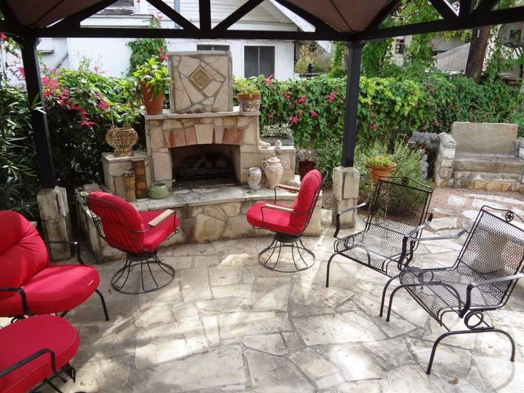 As the weather cools, the patio fireplace is used more often. Photo: Steve Bennett / San Antonio Express-News