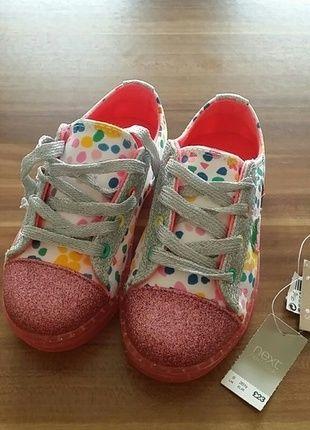 Süße bunte Schuhe von next die beim laufen blinken.  Sind uns leider zu klein. Uk 9 / 26.5