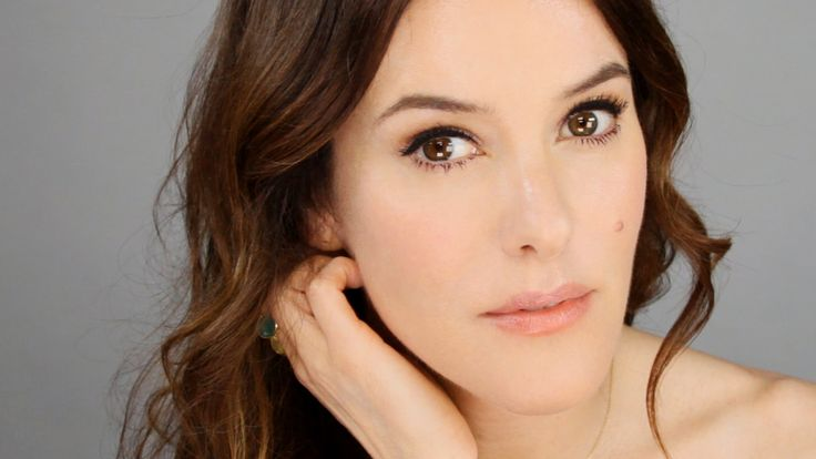 Lisa Eldridge's approach to achieving natural flawless skin with makeup.