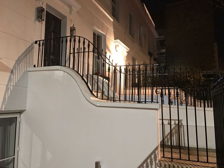 Our RSG4200 Railings professionally fitted recently to a residential property in South Kensington.