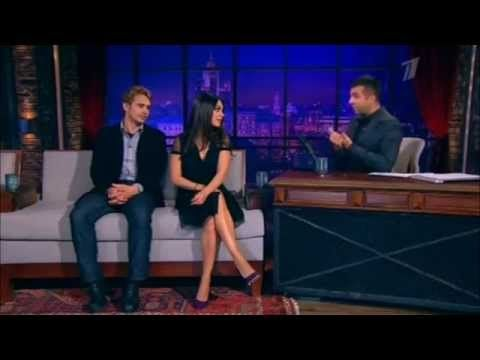 ▶ Mila Kunis and James Franco - Urgant Show (Speaking Russian) - YouTube