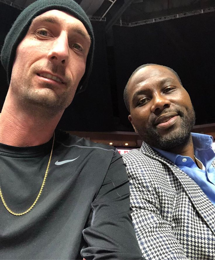 Its not every day you get to sit next to a former #1 NBA draft pick. Elton Brand if you couldnt tell. Got to talk about his time at Duke NBA career family new life as a GM & private aviation experiences! Ha. The guy used to take a G5 to Vegas all the time. Such a nice guy  #nbagleague #nba #selfie #selfieseason #nbahistory #philadelphia76ers #sixers #delaware87ers #chicagobulls #losangelesclippers #courtside #espn #sportscenter #basketball #bball #vip