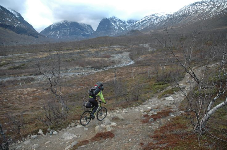 To Kebnekaise at October by mountainbike.