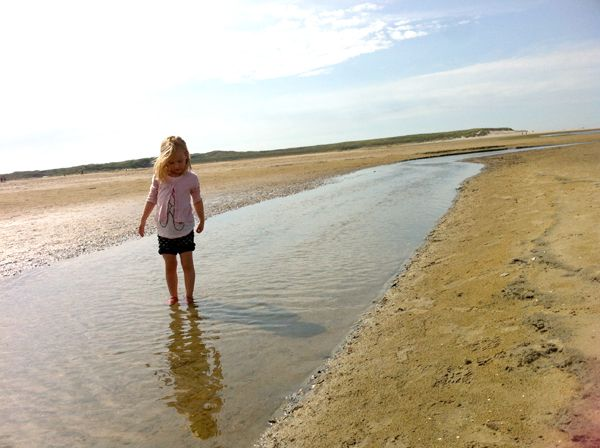 TEXEL - Onze tips voor een paar dagen Texel (regenbestendig): Zwemparadijs Calluna - Landgoed De Bonte Belevenis (zelf kaarsen, zeep, papier en brood maken, speeltuin en theeschenkerij) - Ecomare - Kaap Skil Museum van Jutters & Zeelui - Schapenboerderij Rozenhout (lammetjes knuffelen) - de Slufter ---- Kindvriendelijk eten op Texel doe je bij: Restaurant Noordzee aan het strand in De Koog - Het Torenrestaurant bij de Vuurtoren in de Cocksdorp -