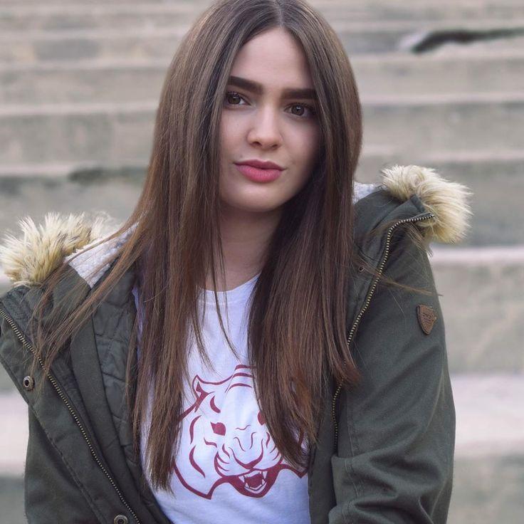 Polubienia 100 Komentarze 18 Sabine Braun Sabinebrownofficial Na Instagramie It S F Cking Cold Here In Germany Long Hair Styles Style Hair Styles