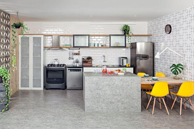 Cozinha contemporânea e iluminada para quem busca praticidade