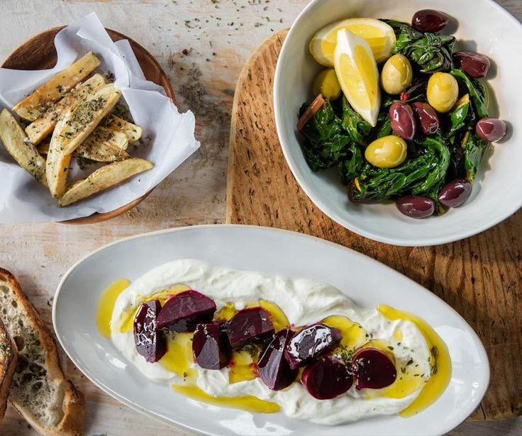Cuatro recetas de platos típicos servidos en las tabernas del norte de Grecia, ideales para compartir con amigos y acompañadas de un buen vino.