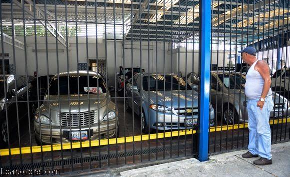 Producción de carros está en caída libre por falta de divisas - http://www.leanoticias.com/2014/03/10/produccion-de-carros-esta-en-caida-libre-por-falta-de-divisas/