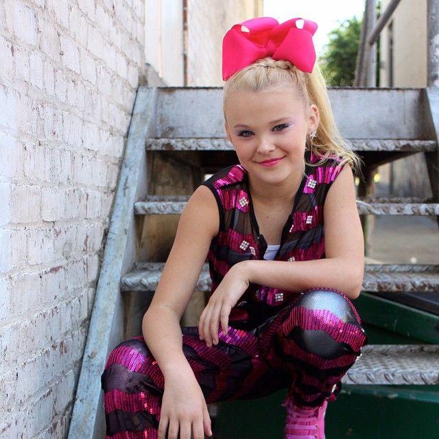 Jojo Siwa is my name bows are my game. Hi I'm JoJo I love dance I'm on dance moms and my BFFS are Nia and Kenzie☻☻ my fave emoji is xoxoxo JoJo