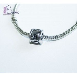 Шарм в виде сердца, будет отличным подарком для всех кто носит браслеты Pandora. Количество ограниченно.  материал: металл страна происхож...