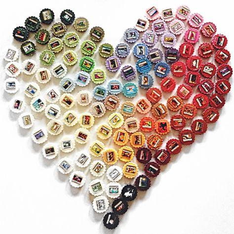 """Yankee Candle Melts My Heart -  För dig som vill ha en lite mer intensivare doftupplevelse rekommenderar vi att använda våra aromalampor och vaxkakor. Använd bara en liten bit, hela vaxkakan eller varför inte blanda olika dofter? När du ska byta vax vänder du lampan upp och ner och spolar med varmt vatten då """"ploppar"""" den förbrukade vaxkakan ur och du kan smälta en ny doft! #YankeeCandle #Wax #Melt #Heart"""