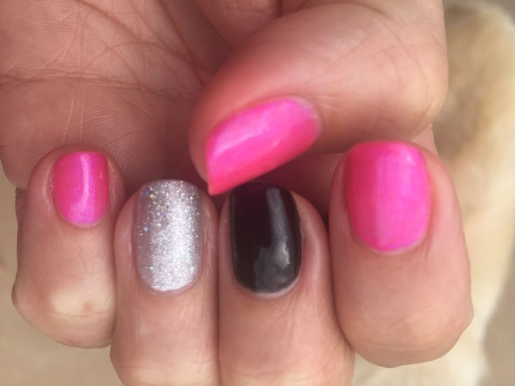 Shellac Future Fuchsia with feature nails in Blackpool and Silver Chrome with a layer of Ice Vapour.
