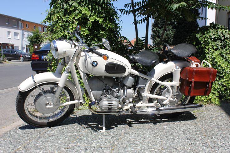 Ein Traum in Weiß: die BMW R60/2. 600 ccm Hubraum, 30 PS und ganz geschmeidig 140 km/h schnell.