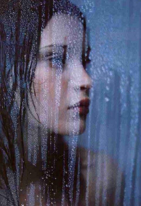 We Heart It 経由の画像 #faca #girl #grunge #rain #softgrunge #pastelgoth