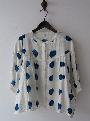 mina perhonenBlouses, Cat, Fashion, Old Clothes, Painting Fabrics, Perhonen Mines, Old Clothing, Blue Polka Dots, White Tops