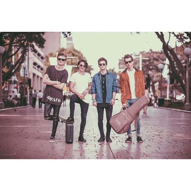 love the vamps,anyone?^_^