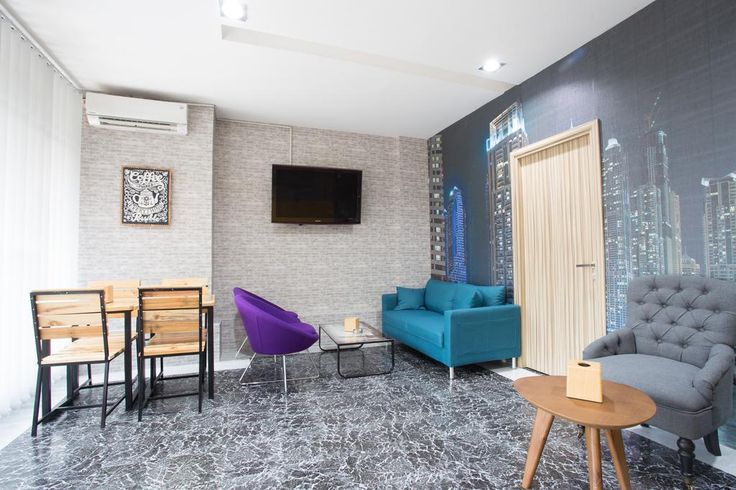 Rp297,500 Featuring free WiFi, Literooms offers accommodations in Jakarta. Ragunan Zoo is 1.1 miles from the property.