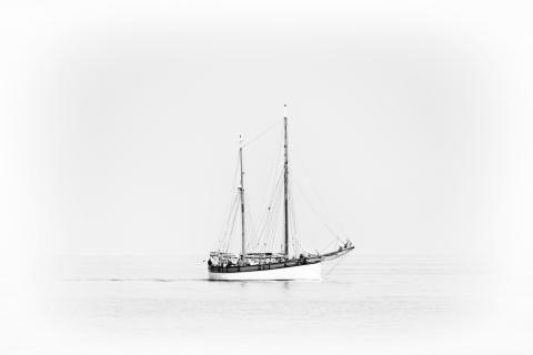 Zweimaster auf offener See