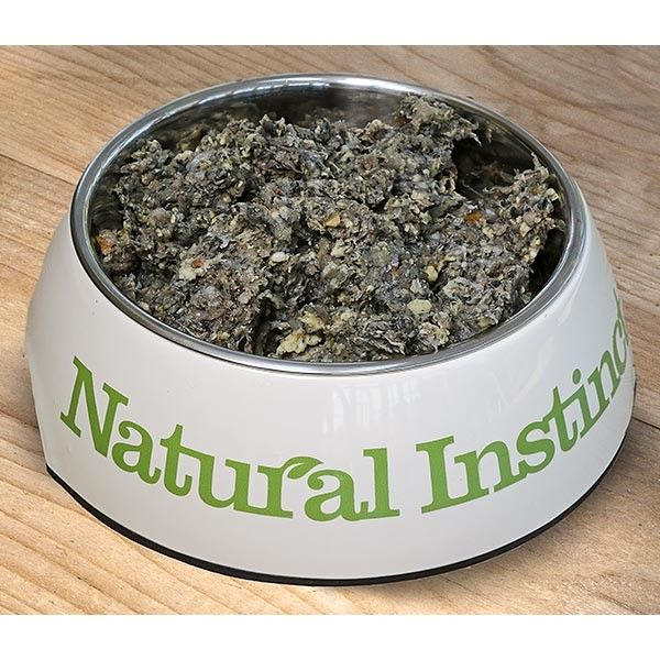 A complete food consisting of British beef green tripe (so it's a little bit smelly!), fruit, vegetables and added nutrients. It does not contain any bone as beef bone is very tough. Kelp is added to provide calcium. Perfect for mixing with any other food to encourage a reluctant dog to eat!