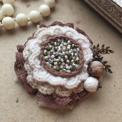Купить или заказать Вязаная брошь 'Осенний цветок' в интернет-магазине на Ярмарке Мастеров. Вязаная брошь, дополненная бисером, натуральными бусинами и хлопковым кружевом. Придаст образу ноту романтичности и утонченности. Красиво смотрится на пальто или шарфе. Чтобы купить эту оригинальную брошку, нажимайте кнопочку В КОРЗИНУ! Если Вы хотите узнавать о новинках в моем магазине, то подписаться на новости можно, нажав в левом столбце ссылку 'Добавить в круг'. Буду рада новым вст...