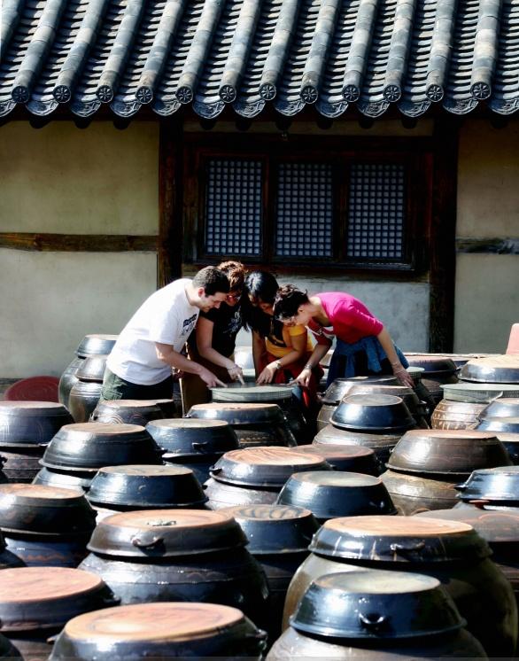 Jar Stand(Jangdokdae)    http://www.visitkorea.or.kr