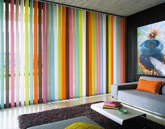 Preciosa vertical con lamas de distintos colores, original estilo para tu hogar.  Disponibles en www.cortinarium.com