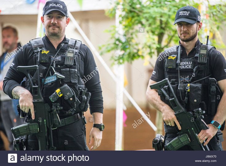 Download this stock image: Hay Festival, Wales UK, Monday 29 May 2017 Armed police officers patrolling the site of the 2017 Hay Festival on Bank Holiday Monday Now in its 30th year, the festival draws tens of thousand of visitors a day to what was described by former US president Bill Clinton as the woodstock of the mind Photo credit Credit: keith morris/Alamy Live News - J8MX70 from Alamy's library of millions of high resolution stock photos, illustrations and vectors.