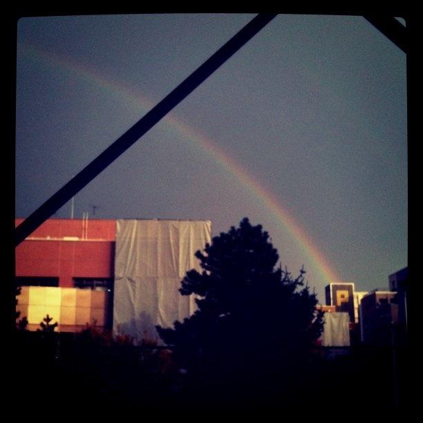 サロンから見た虹