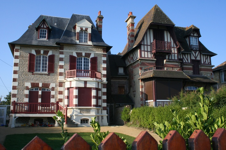 Les maisons de la Cote Fleurie ... Maison anglo Normande à découvrir lors de vos weekends et vacances au Domaine du Martinaa www.martinaa.fr