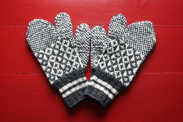 Trigger Gloves Knitting Pattern : Pin by Beach Bee on Newfoundland - 2 Pinterest