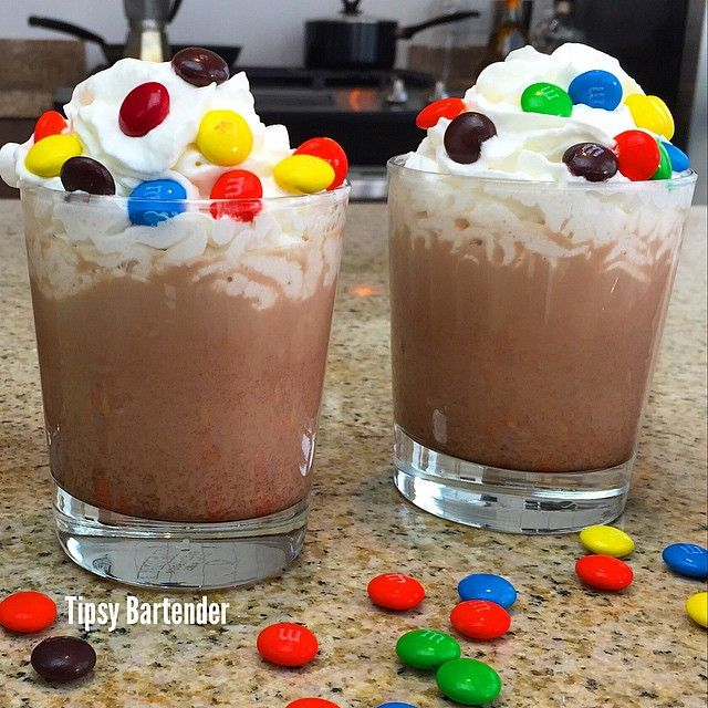 Dirty M&M Sex Cocktail - For more delicious recipes and drinks, visit us here: www.tipsybartender.com