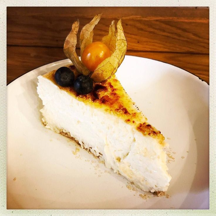 Crème brûlée Cheesecake  Ab heute bei uns! Wer möchte?  .  .  #cremebrulee #cheesecake #yummy #sweet #cake #kuchen #homemade #dessert #marktredwitz #fichtelgebirge #selfmade #sweets #nomnom #instacake #instafood #instasweet