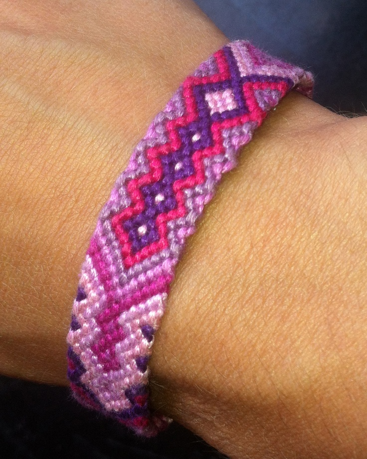 Beautiful hand-knotted friendship bracelet by Quiero!