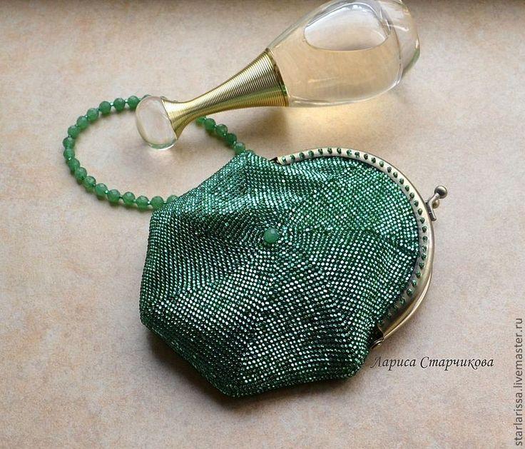 Купить маленькая бисерная сумочка-кошелек - однотонный, зелёный, сумочка, бисер чешский, нефрит, фермуар