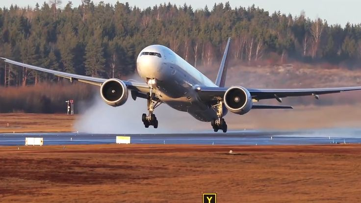 Mesmerizing Slow Motion Video of Planes Taking Off and Landing at the Stockholm Arlanda Airport