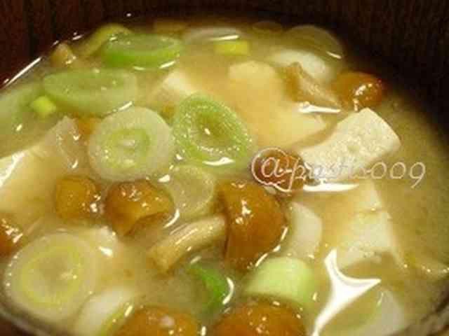 【おみそ汁】豆腐となめこのお味噌汁の画像