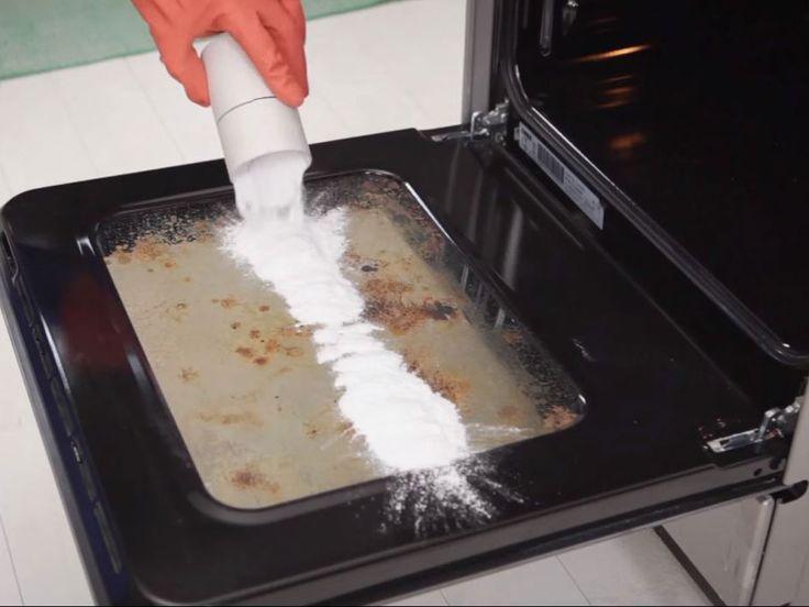 Auch festgebrannter Schmutz hat keine Chance gegen diese Wunder-Attacke mit einer Backzutat, die auch ihr bestimmt schon in der Küche habt!