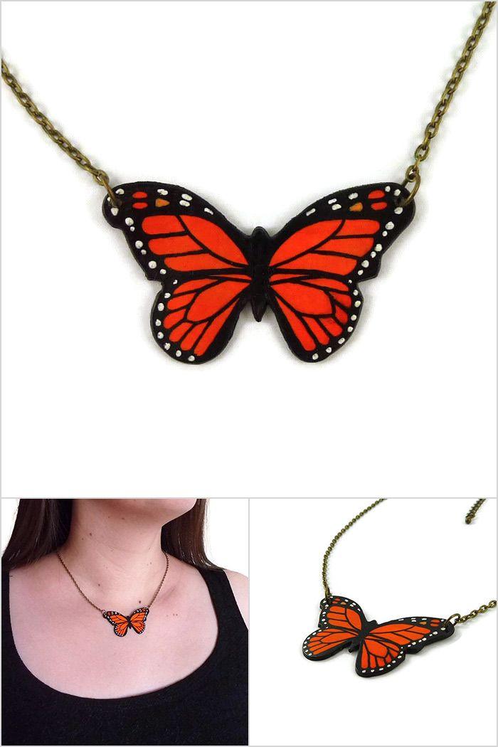 Collier petit papillon monarque orange et noir - Bijou fantaisie réalisé sur commande par @savousepate à partir de plastique recyclé (CD) - Idée cadeau femme