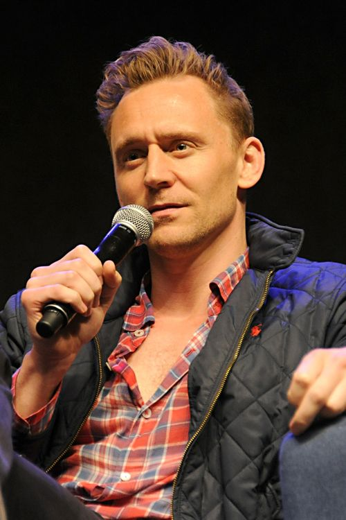 Tom Hiddleston on day 3 of Wizard World Comic Con Philadelphia 2016 held at Pennsylvania Convention Center on June 4, 2016 in Philadelphia, Pennsylvania. Full size image: http://ww1.sinaimg.cn/large/6e14d388gw1f4k9m74a3gj21uy1geqpl.jpg Source: Torrilla, Weibo http://www.weibo.com/1846858632/DyP3BC363?from=page_1005051846858632_profile&wvr=6&mod=weibotime&type=comment#_rnd1465129600772