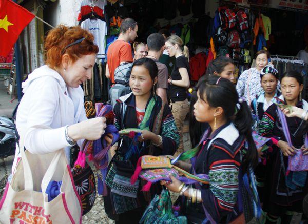Sa pa Vietnam travel guide: http://hivietnam.vn/sapa/