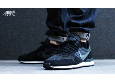 Nike Internationalist (black / dark mica green - sail - anthracite)
