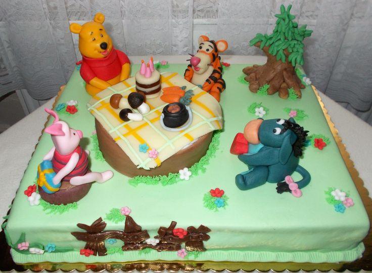 Medvídek pooh a kamarádi, ořechový dort s vanilkovo-pudinkovým krémem.
