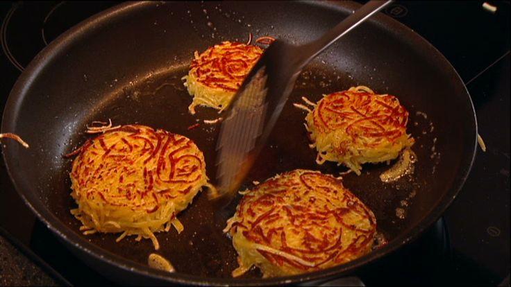 Rösti maken (ipv gewone aardappelen gebruik je zoete aardappelen)
