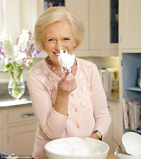 Mary Berry's Absolute Favourites: Quickest ever lemon meringue pie   Daily Mail Online
