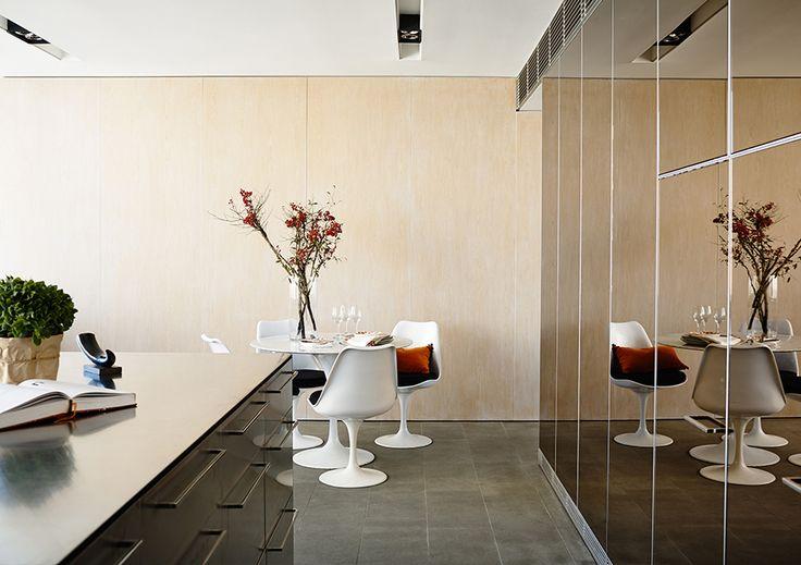 #adelaidebragg #interiordesign #sydneyapartment #contemporaryliving #kitchen #dining