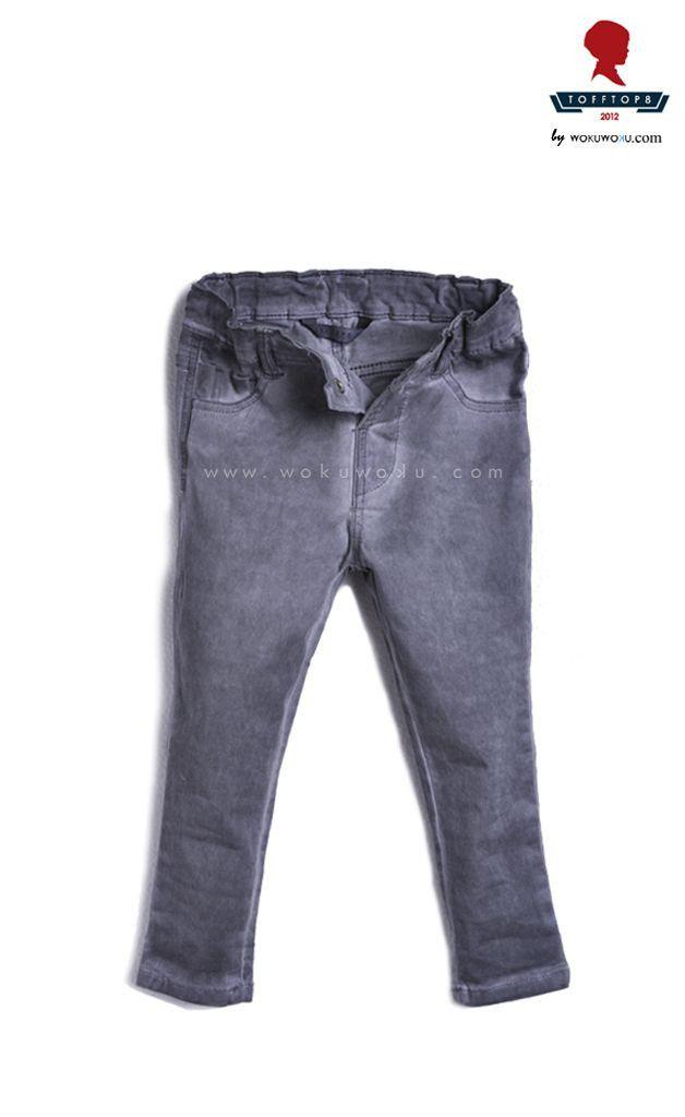 Tofftop8 Oil Wash by Barli Asmara menghadirkan Celana Panjang Jeans dengan warna jeans grey. Bagian pinggang menggunakan karet sehingga tetap nyaman saat dipakai anak anda. Celana ini akan membuat tampilan anak anda lebih fashionable saat berpergian keluar rumah untuk sekedar jalan-jalan ke mall. available now on www.wokuwoku.com